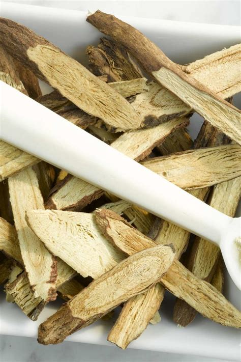 Benefits of licorice root: Uses, side effects, and more