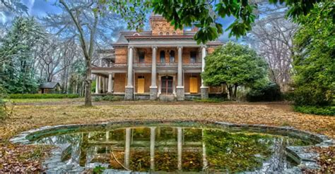 13 Staggering Photos Of Bon Haven, An Abandoned Mansion In