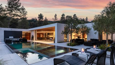 Contemporary, Single-Story Spec House in Beverly Hills
