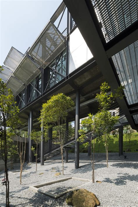 Gallery of Cantilever House / Design Unit Sdn Bhd - 2